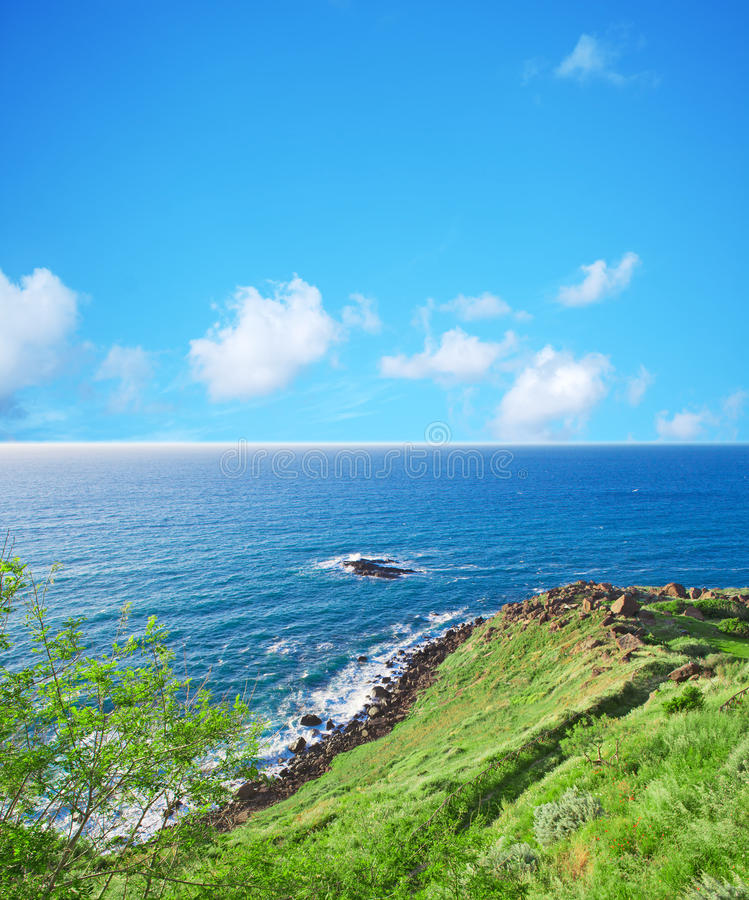 Download Groene kust in Castelsardo stock foto. Afbeelding bestaande uit meer - 54085446