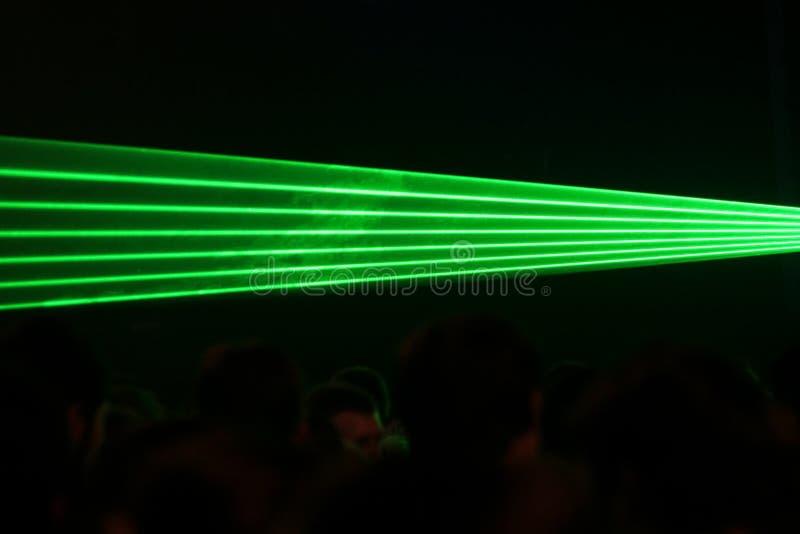 Groene laserstralen stock afbeeldingen