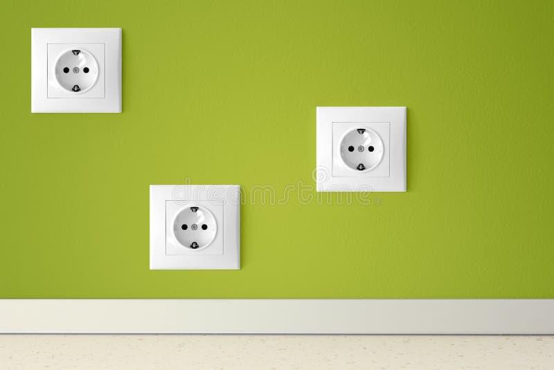 Groene muur met drie Europese elektrische afzet royalty-vrije stock foto