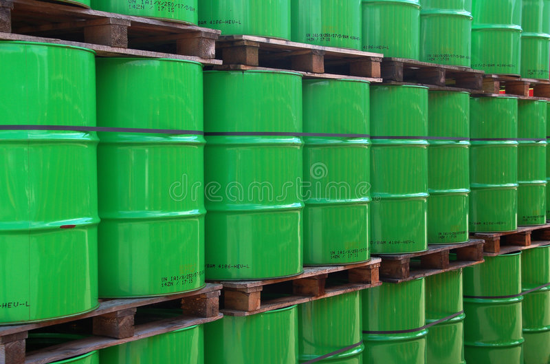 Groene oildrums stock foto