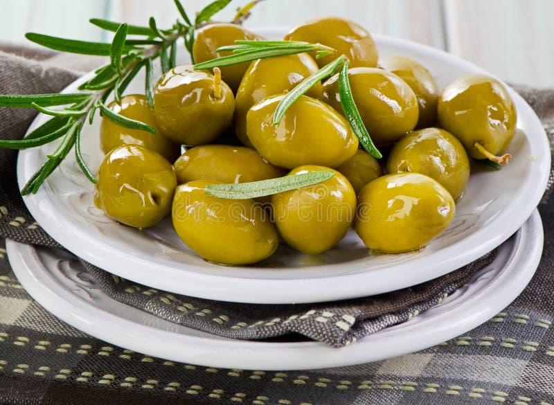 Groene olijven. stock foto