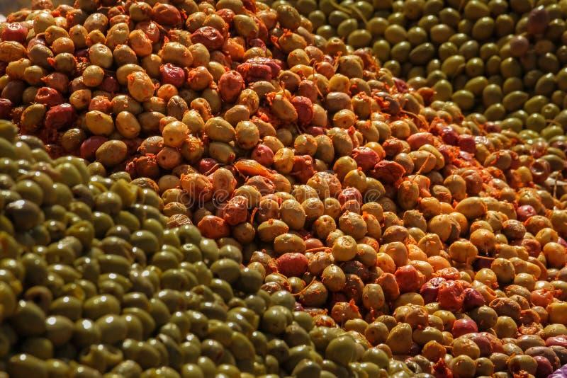 Groene olijven voor verkoop bij markt Skoura marokko royalty-vrije stock foto's