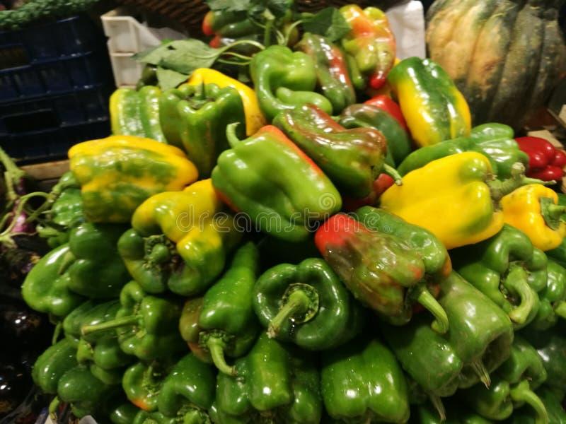 Groene Groene paprika's stock foto