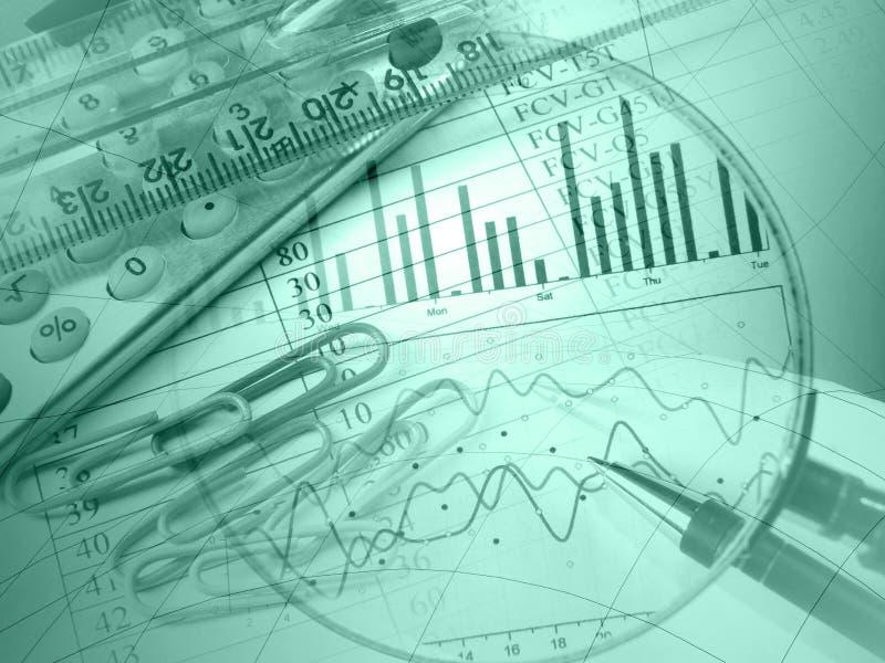 (Groene) pen, heerser, meer magnifier en calculator stock afbeeldingen