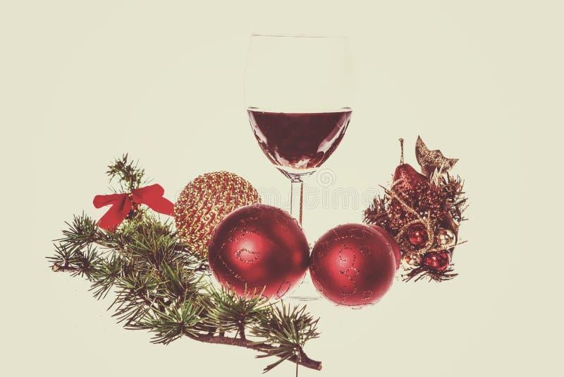 Groene pijnboom of spar en de blauwe ornamenten van de sneeuw roud bal voor Christma royalty-vrije stock fotografie