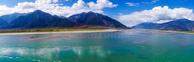 Groene rivier in Tibet royalty-vrije stock foto's