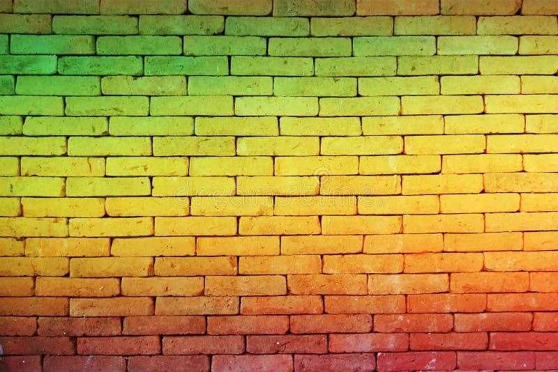 Groene rode gele Bakstenen muurachtergrond (Reggae-stijl) royalty-vrije stock afbeeldingen