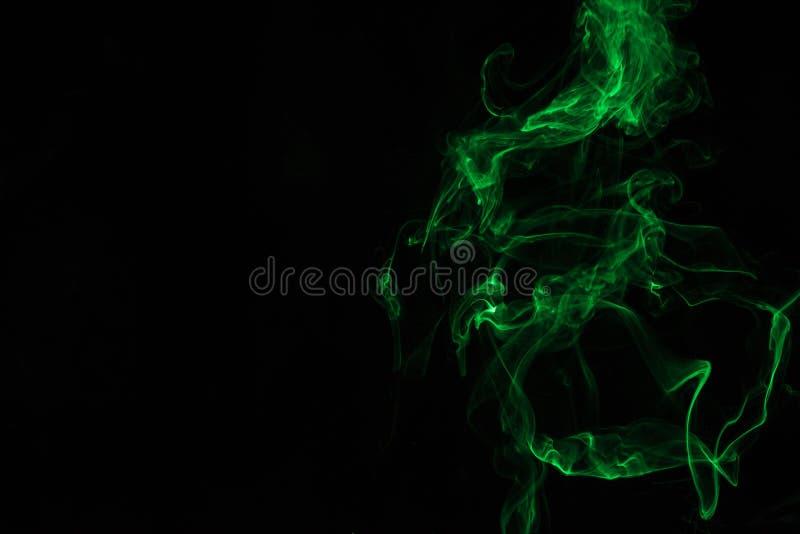 Groene rook op Zwarte Achtergrond royalty-vrije stock fotografie