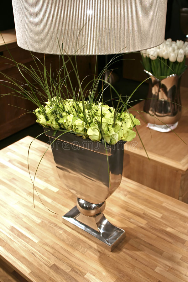 Groene rozen in binnenland royalty-vrije stock afbeelding