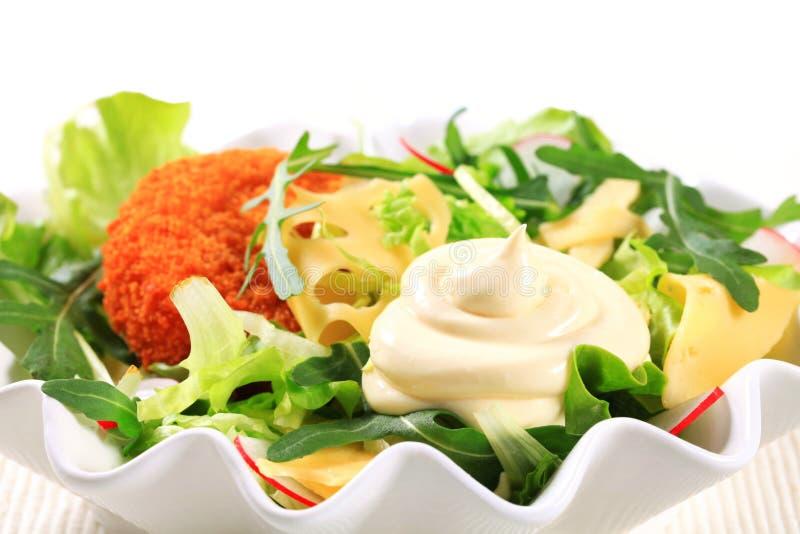 Groene salade met kaas stock foto's