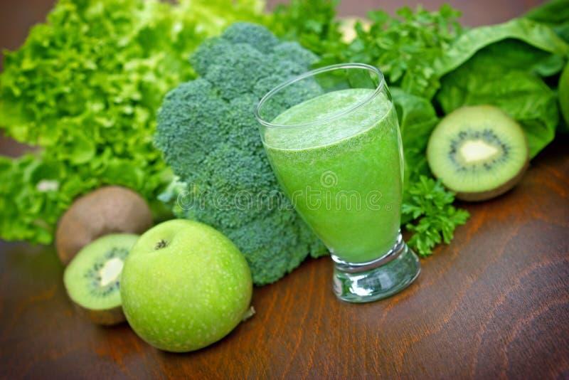 Groene smoothie stock foto's