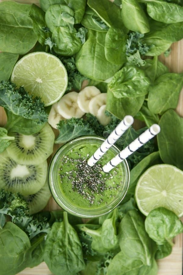 Download Groene Smoothie stock foto. Afbeelding bestaande uit eating - 54079772