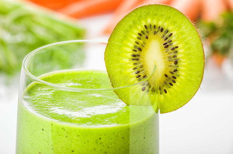 Groene smoothie met kiwi royalty-vrije stock fotografie