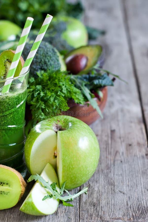 Groene smoothieachtergrond stock foto