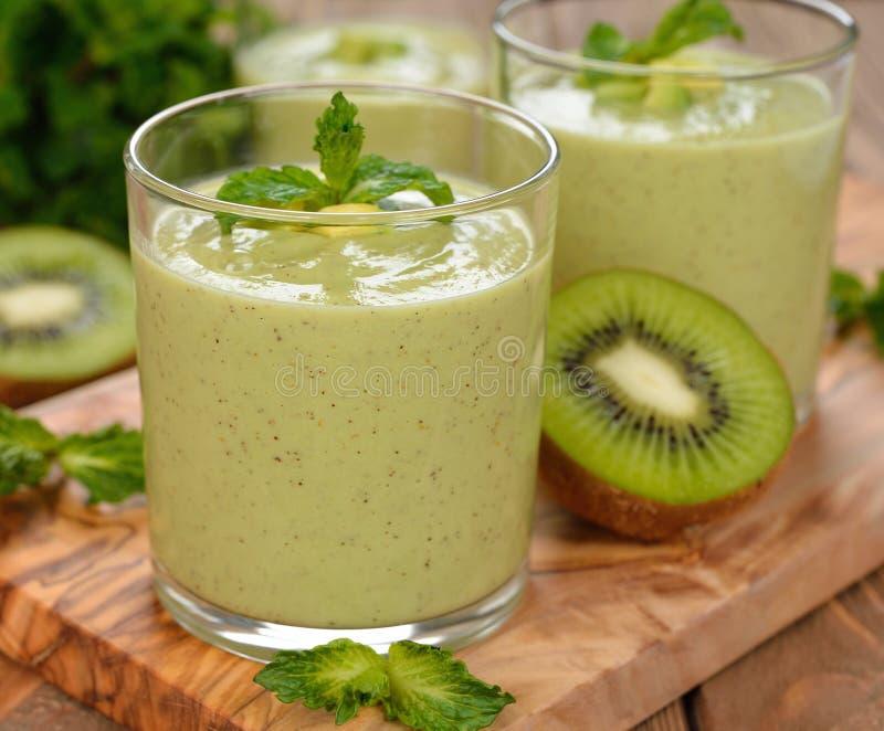 Download Groene smoothies stock afbeelding. Afbeelding bestaande uit gezond - 39117627