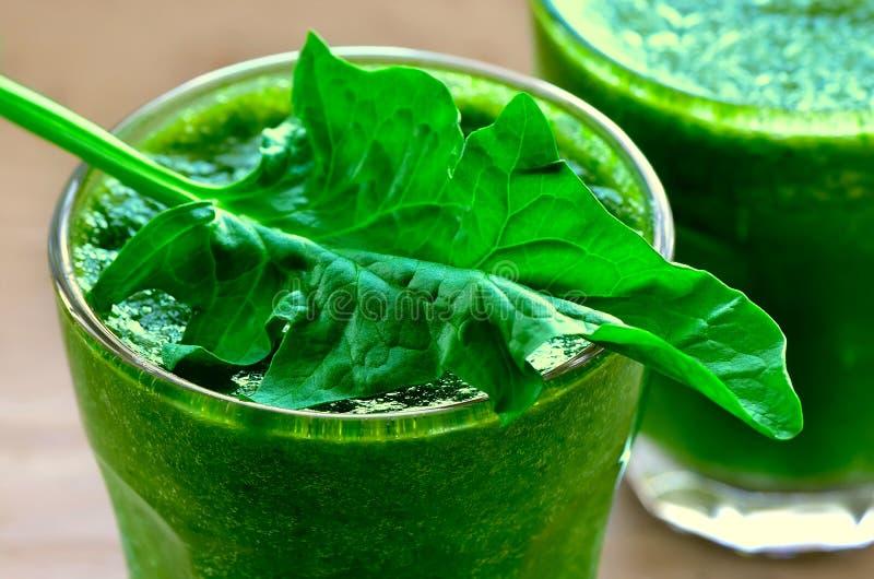 Groene smoothies royalty-vrije stock foto's