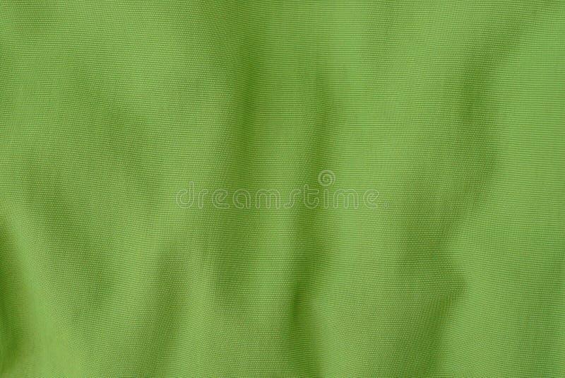 Groene stoffentextuur van een stuk verfrommelde kleren stock afbeelding