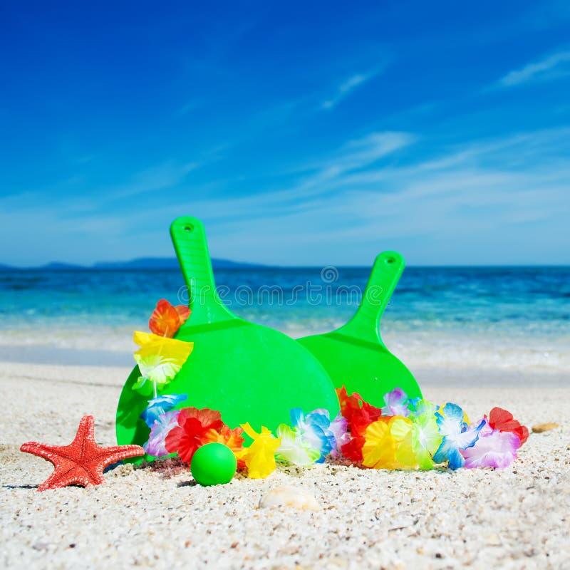 Download Groene strandrackets stock afbeelding. Afbeelding bestaande uit zeegezicht - 54077477