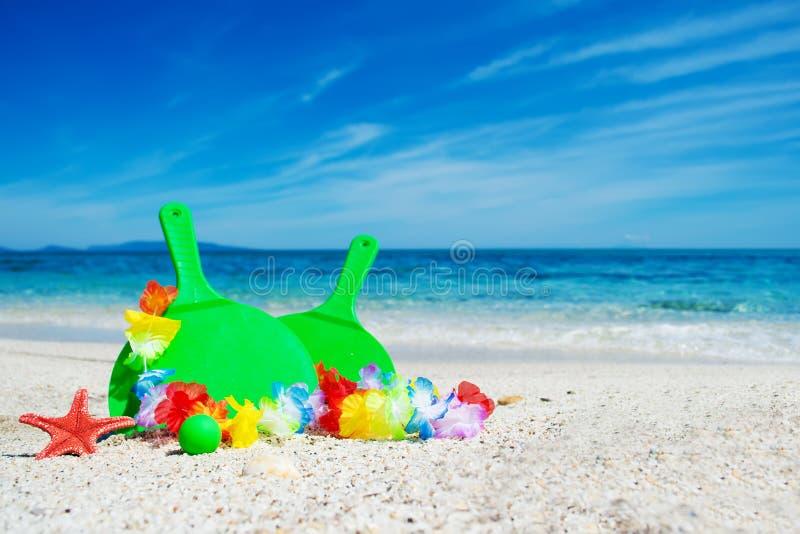 Download Groene strandrackets stock afbeelding. Afbeelding bestaande uit paar - 54077561