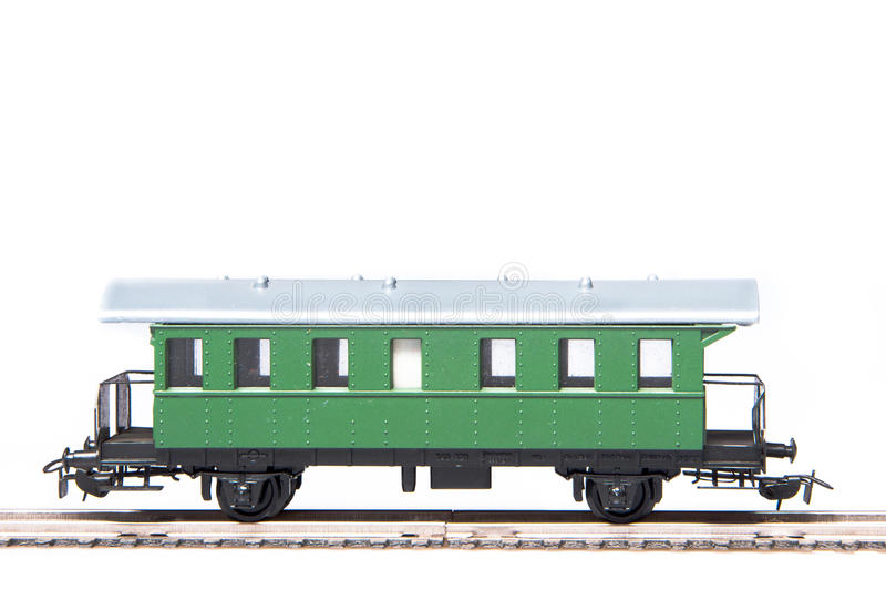 Groene stuk speelgoed wagen die op witte achtergrond wordt geïsoleerdr royalty-vrije stock foto