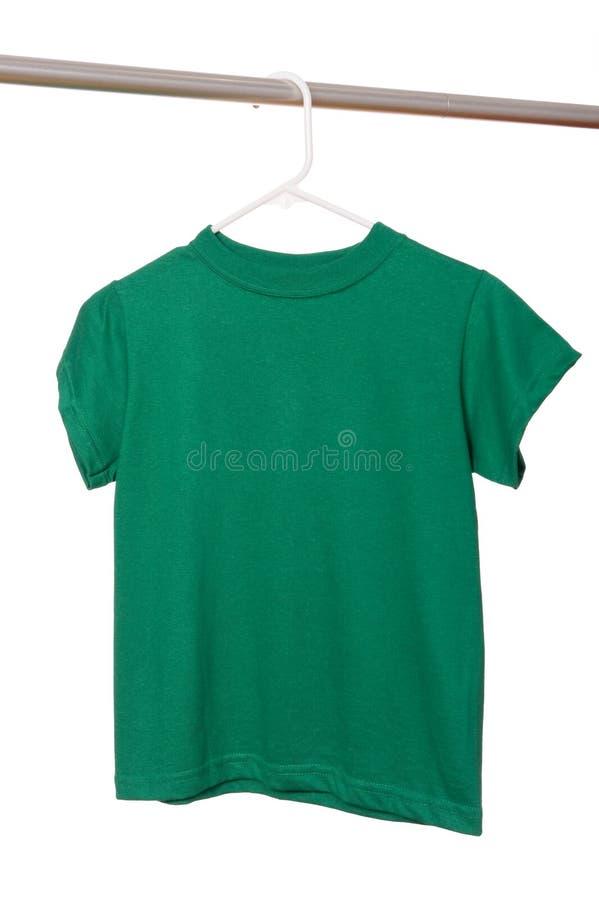 Groene T-shirt op Hanger royalty-vrije stock foto's