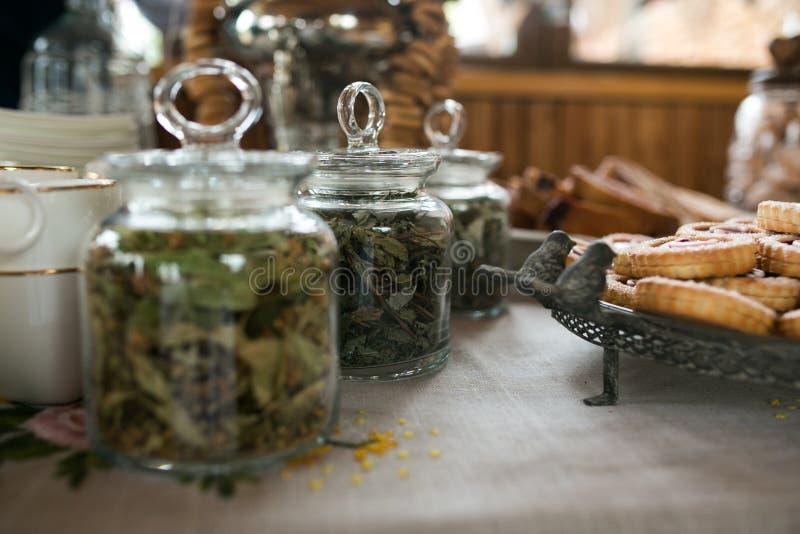 Groene thee en koekjes royalty-vrije stock afbeeldingen