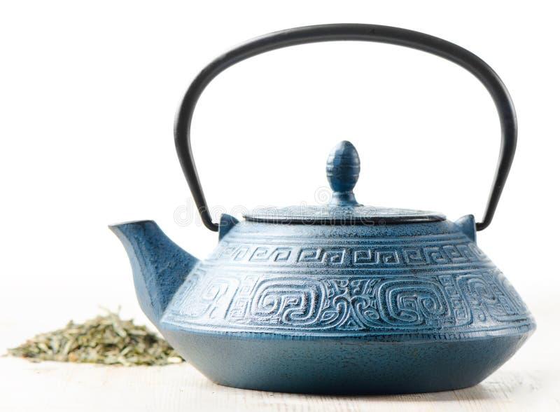 Groene thee en theepot stock afbeeldingen