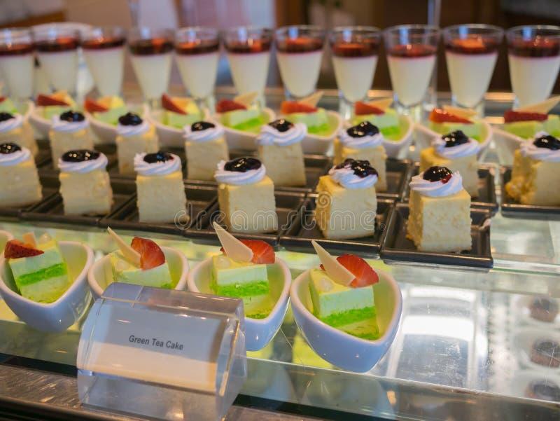 Groene theecake en veel soort dessert stock fotografie