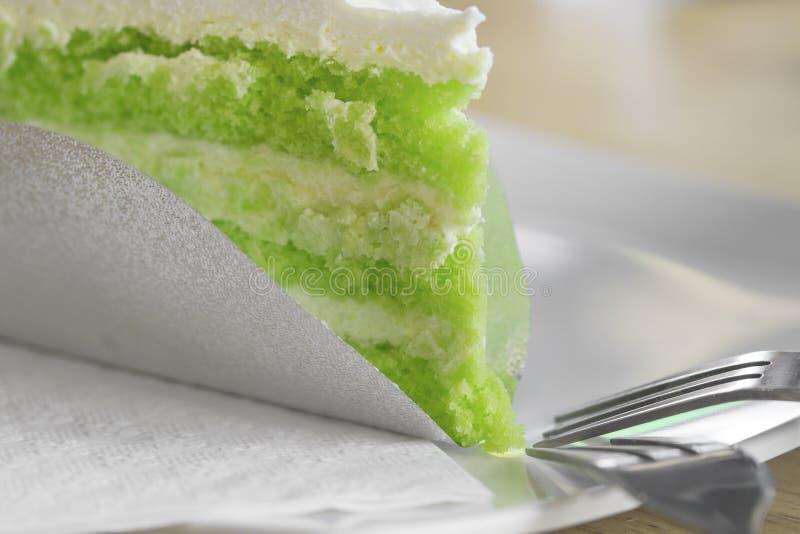 Groene theecake op plaat stock foto's