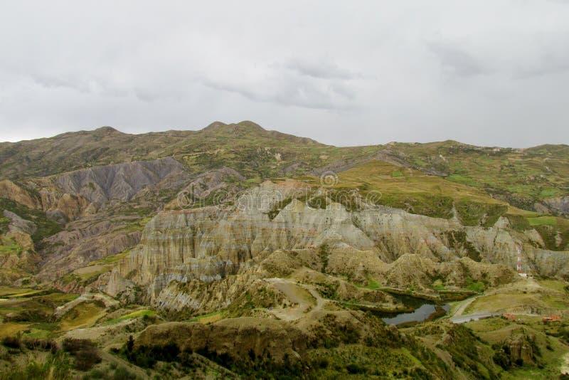 Groene vallei dichtbij La Paz in Bolivië stock foto's