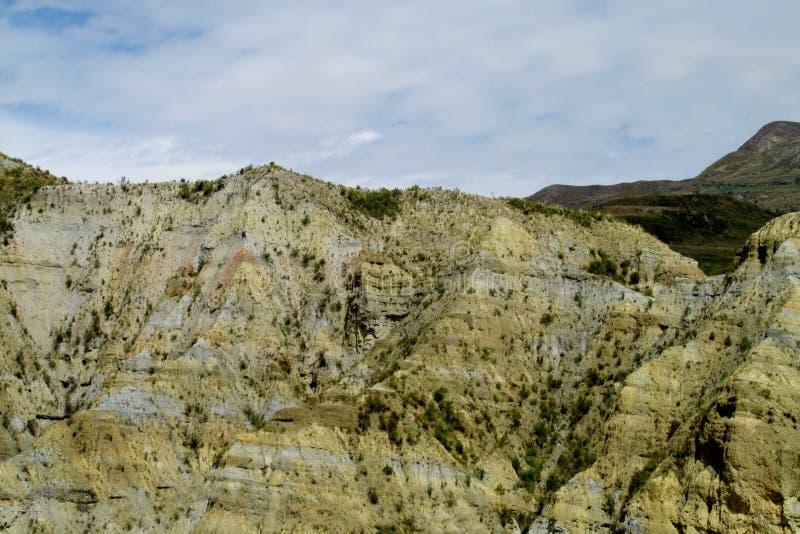 Groene vallei en rotsvormingen dichtbij La Paz in Bolivië royalty-vrije stock fotografie