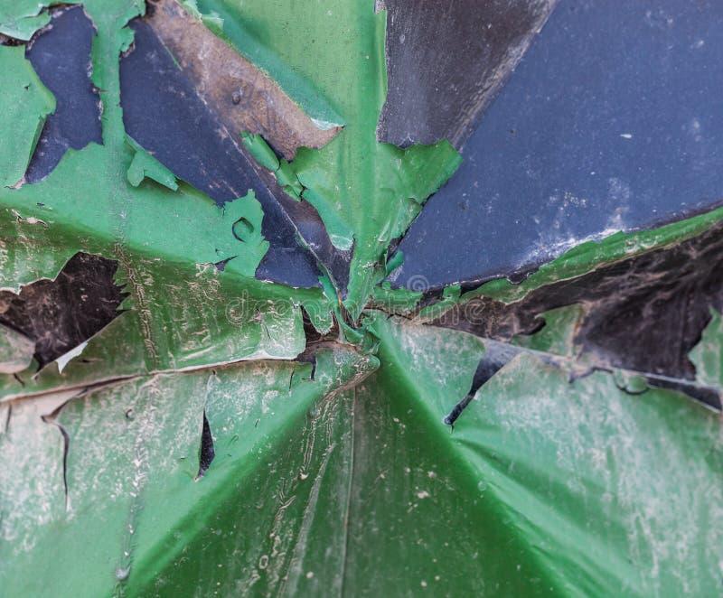Groene verfschil van gebogen metaal Grungy abstracte wi als achtergrond stock afbeeldingen