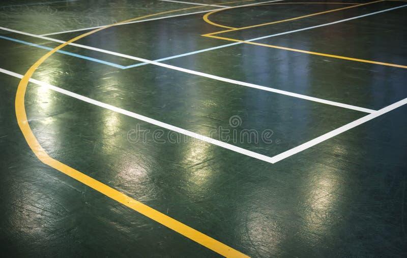 Groene vloer van sporthal met lijnen stock afbeelding
