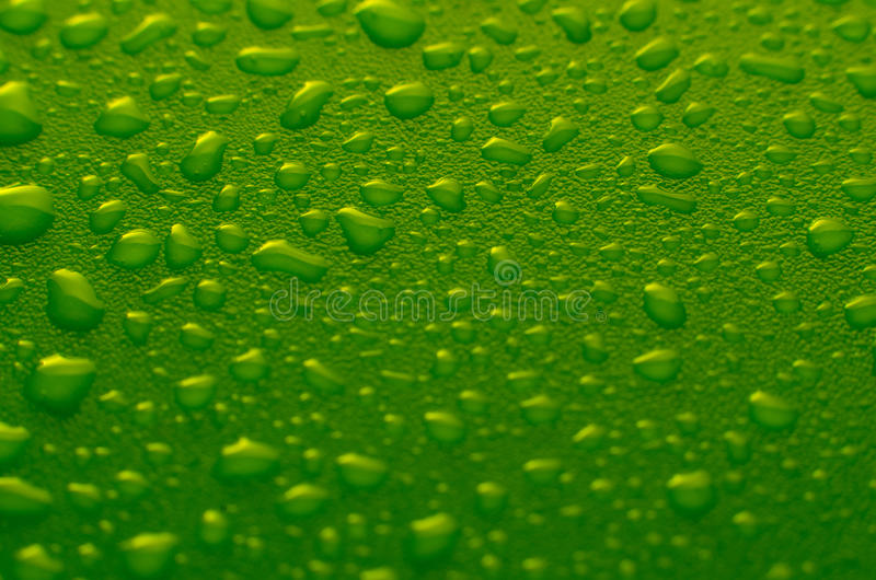 Groene waterdalingen stock foto