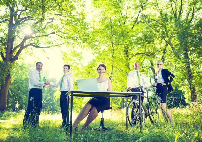 Groene Zaken Team Environmental Positive Concept stock foto