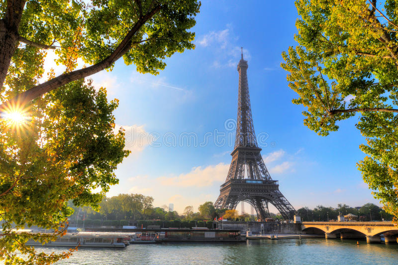 Groene zonneschijn Eiffel royalty-vrije stock afbeelding