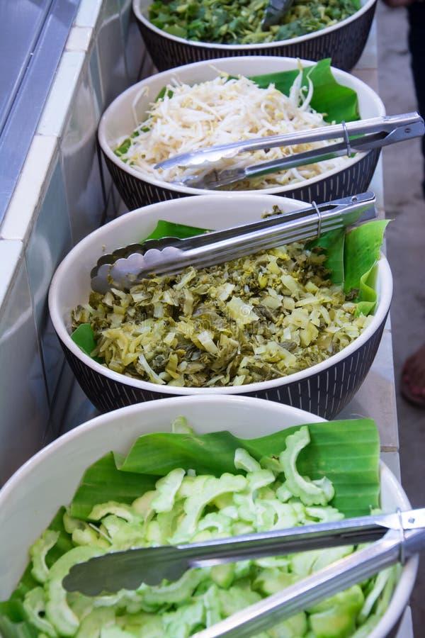 Groente voor Thaise die vermicelli met kerrie worden gegeten stock afbeeldingen