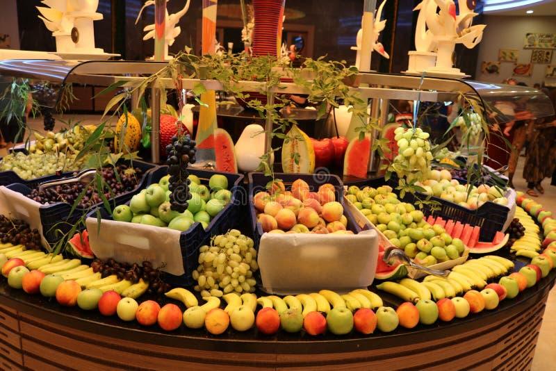 groentehandelaar Fruitwinkel Vers fruit Fruitmarkt Kruidenierswinkelopslag royalty-vrije stock foto's