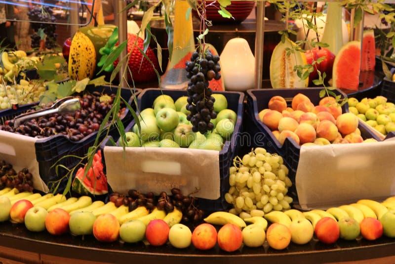 groentehandelaar Fruitwinkel Vers fruit Fruitmarkt Kruidenierswinkelopslag royalty-vrije stock afbeelding