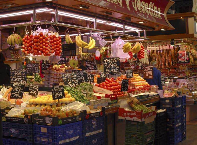 Groentehandelaarwinkel in markt. Barcelona. Spanje royalty-vrije stock afbeelding