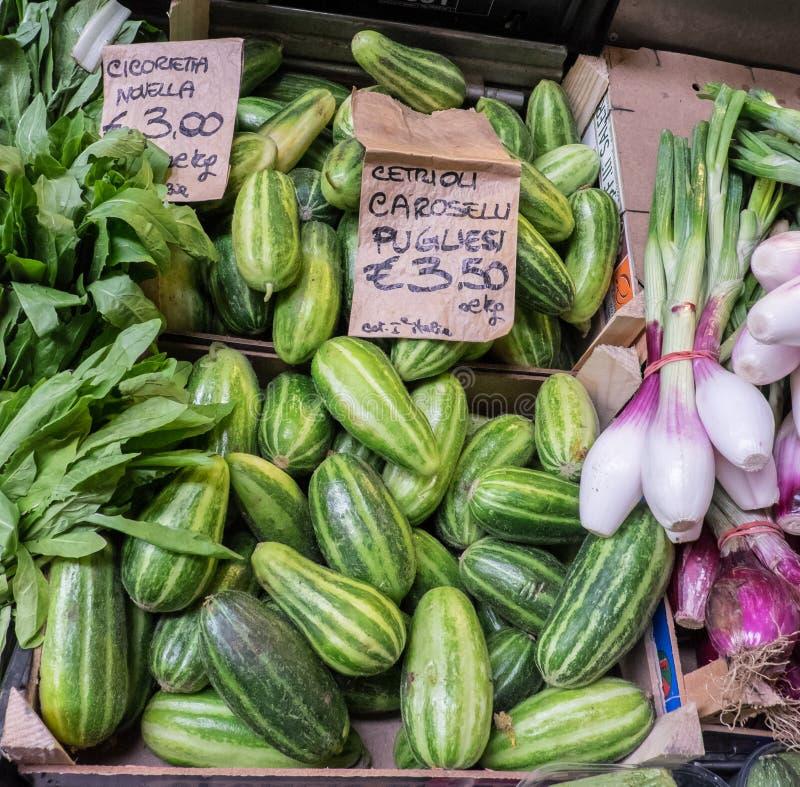 Groenten bij de lentemarkt royalty-vrije stock fotografie