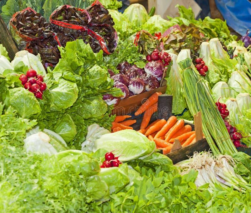 Groenten bij een marktkraam stock foto
