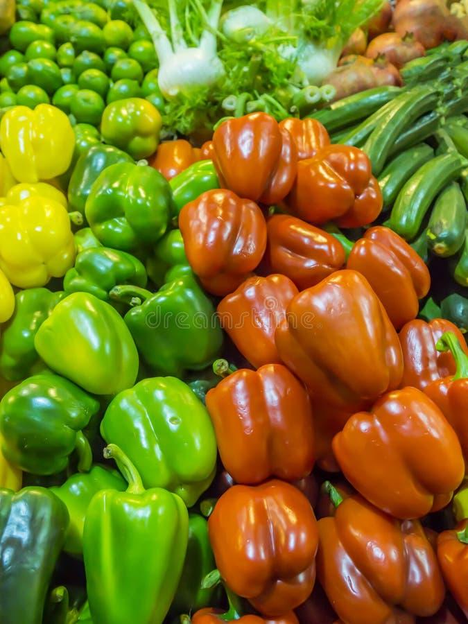Groenten en vruchten op de tegenmarkt royalty-vrije stock fotografie