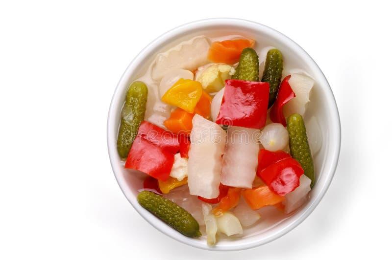 Groenten in het zuur in een schotel met stock fotografie