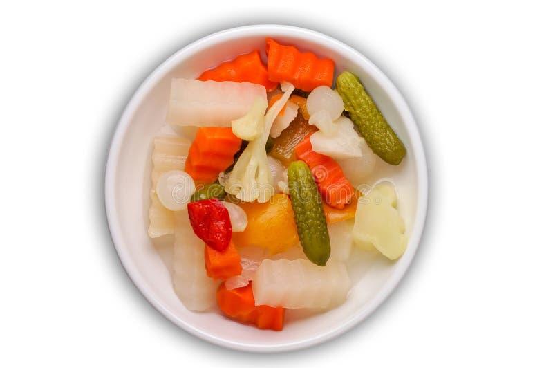 Groenten in het zuur met het knippen van weg stock afbeelding