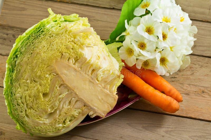 Groenten, kool en wortelen stock foto