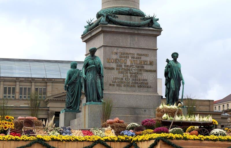 Groenten rond een standbeeld in Duitsland stock afbeeldingen