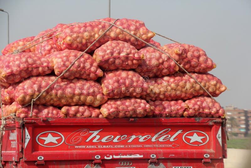 Groentenvrachtwagen in Kaïro stock afbeeldingen