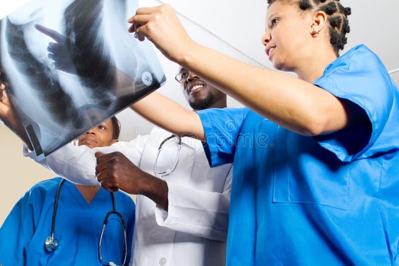 Groep Afrikaanse artsen stock afbeelding