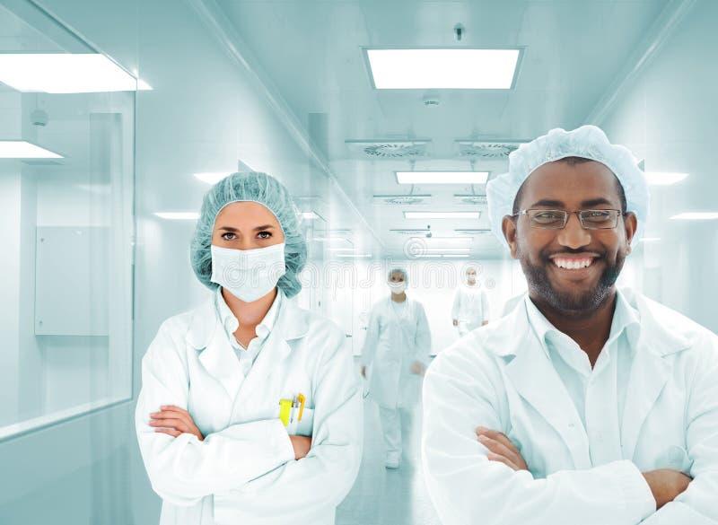 Groep artsen in het ziekenhuis stock fotografie